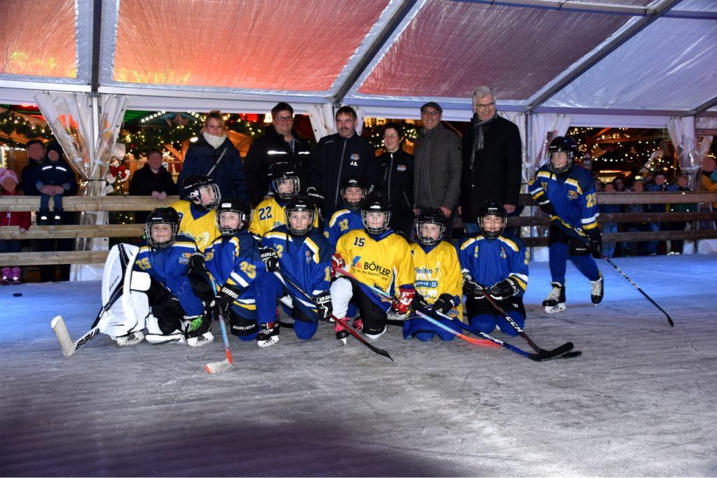U11 eröffnet Eisbahn auf dem Gelderner Weihnachtsmarkt